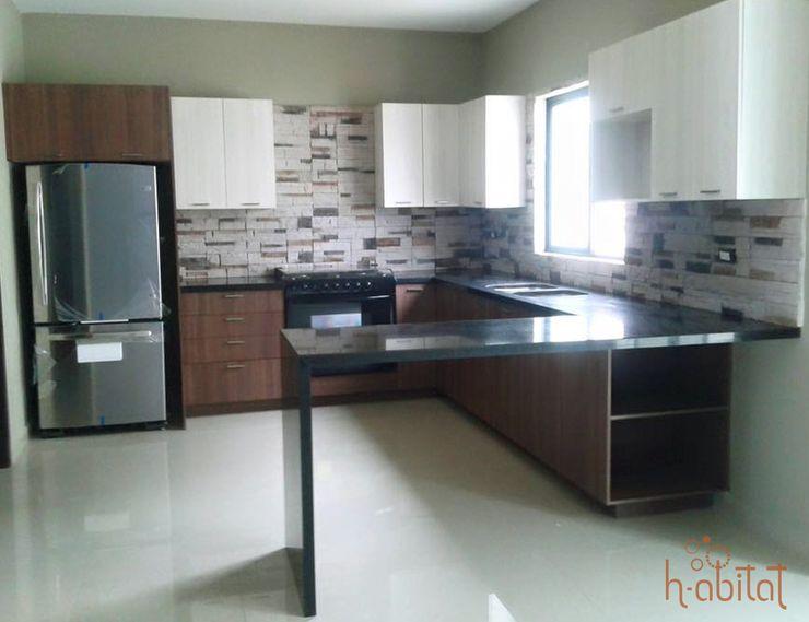 H-abitat Diseño & Interiores 現代廚房設計點子、靈感&圖片 石器 Multicolored