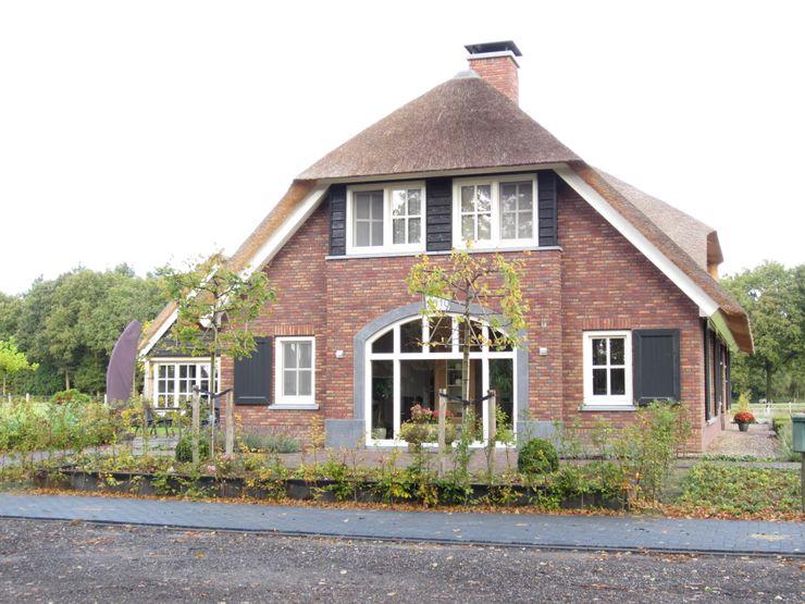 Landelijk gelegen vrijstaande villa in boerderij-stijl 01 Architecten