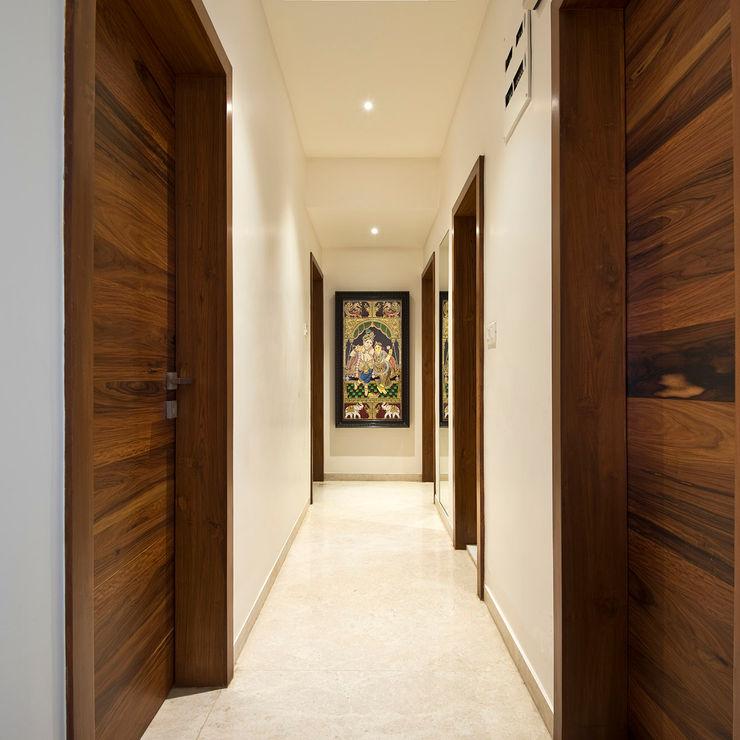 Residence Interiors at Mukundnagar, Pune Urban Tree Modern corridor, hallway & stairs