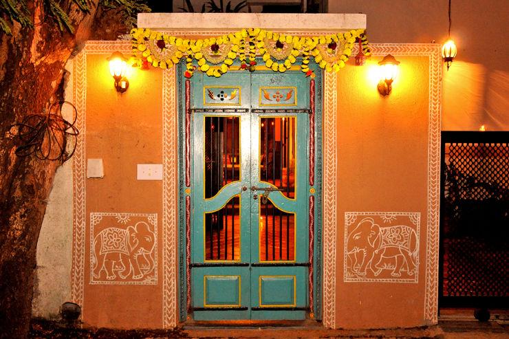 Traditional door Image N Shape Windows & doors Doors Turquoise