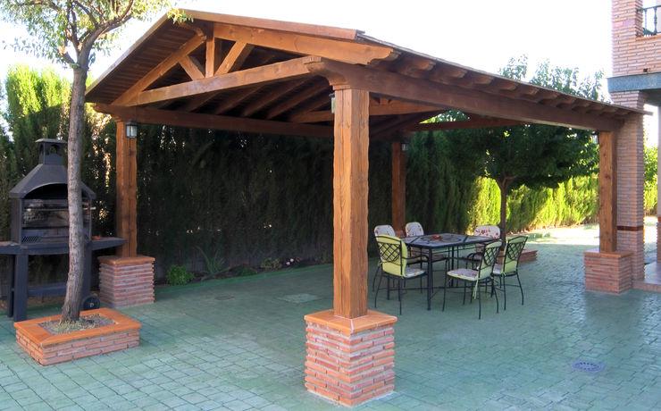 Pérgola de madera laminada homify JardínPérgolas, toldos e invernaderos