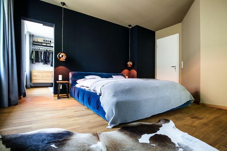 BESPOKE GmbH // Interior Design & Production 모던스타일 침실