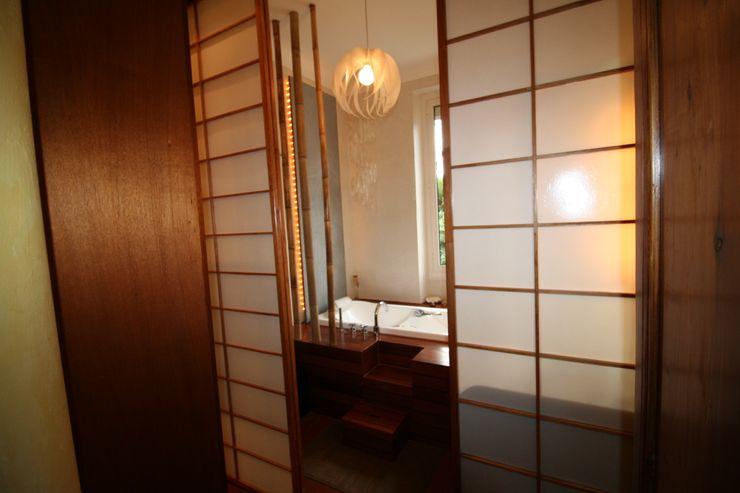 Salle de bain avec vue sur la verdure LM Interieur Design Salle de bain asiatique Bois