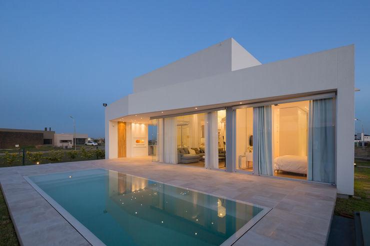 VISMARACORSI ARQUITECTOS Minimalist houses