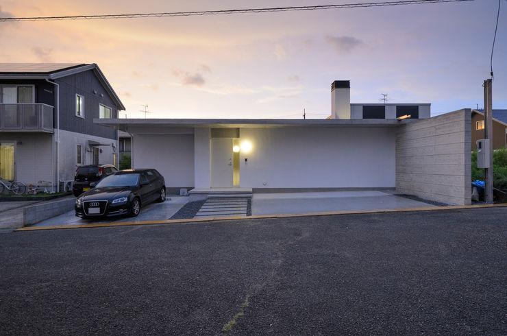 風景のある家.LLC Minimalist house Concrete White