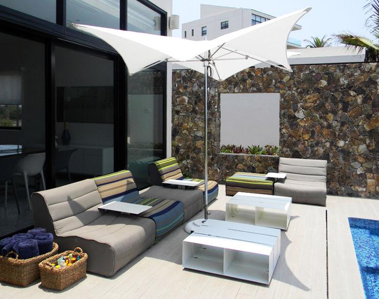 MAAD arquitectura y diseño Balconies, verandas & terraces Furniture