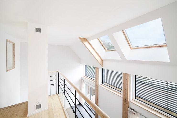 O2 Concept Architecture Koridor & Tangga Modern Kayu White