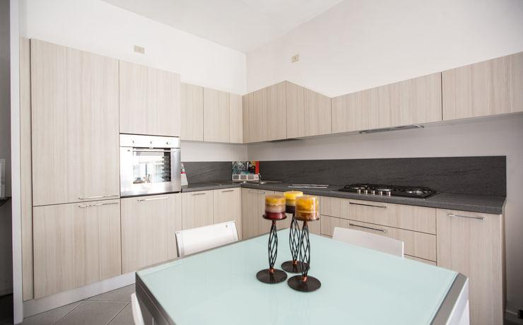 Vibo Cucine sas di Olivero Bruno e c. Modern style kitchen Wood-Plastic Composite Beige