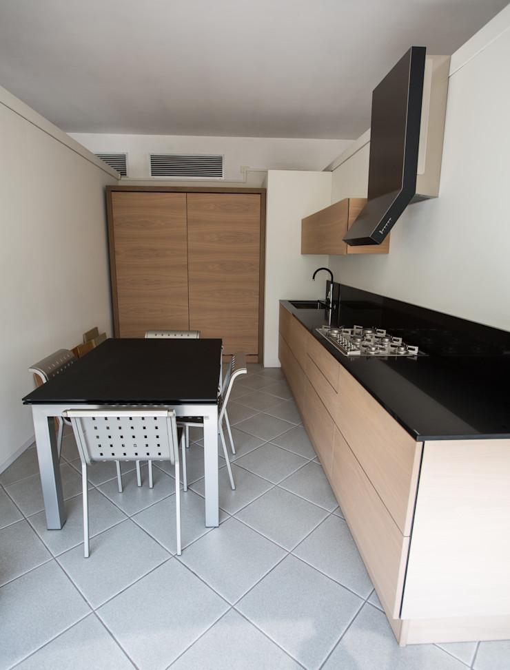 Vibo Cucine sas di Olivero Bruno e c. Modern style kitchen Engineered Wood