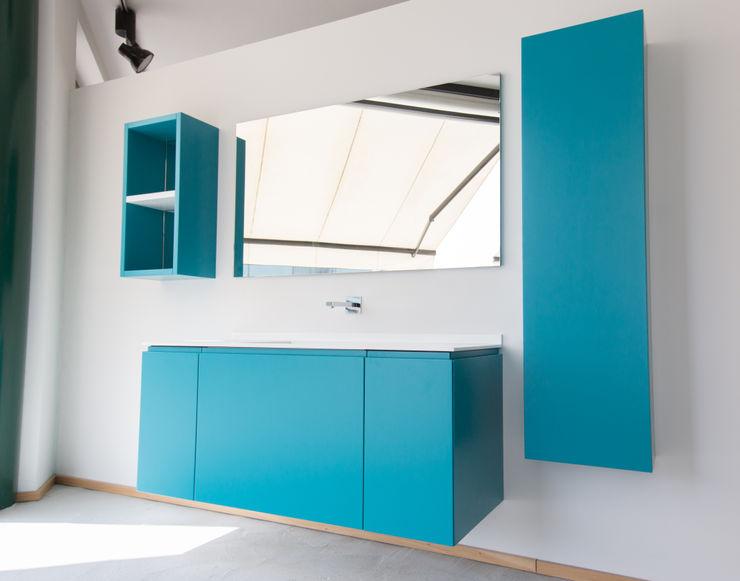 Vibo Cucine sas di Olivero Bruno e c. Modern style bathrooms Turquoise