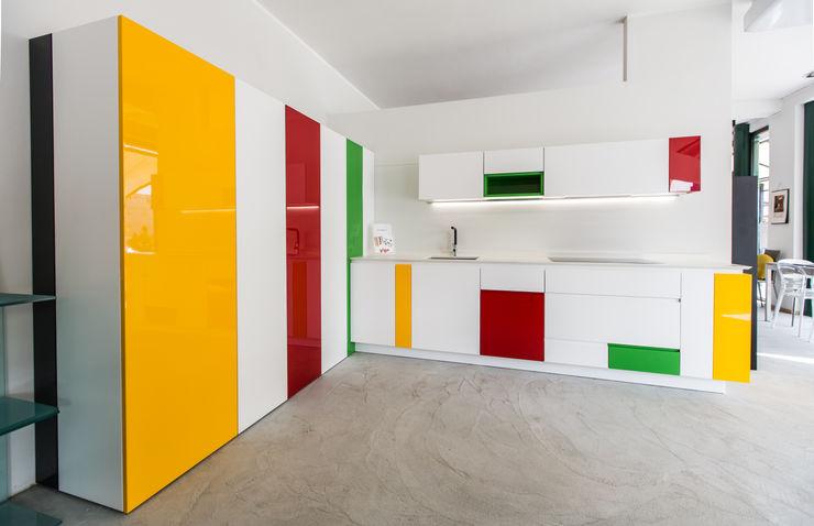 Vibo Cucine sas di Olivero Bruno e c. Kitchen Multicolored