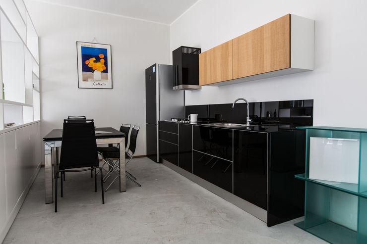 Vibo Cucine sas di Olivero Bruno e c. Modern style kitchen Glass Black