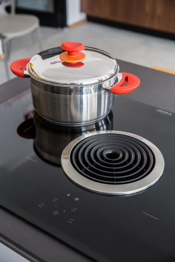 Vibo Cucine sas di Olivero Bruno e c. Industrial style kitchen Black