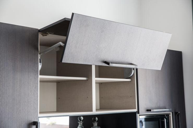Vibo Cucine sas di Olivero Bruno e c. Modern style kitchen Wood effect