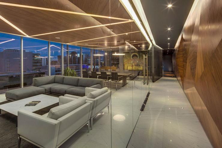 Soccermedia - RIMA Arquitectura RIMA Arquitectura Estudios y despachos de estilo moderno Ladrillos