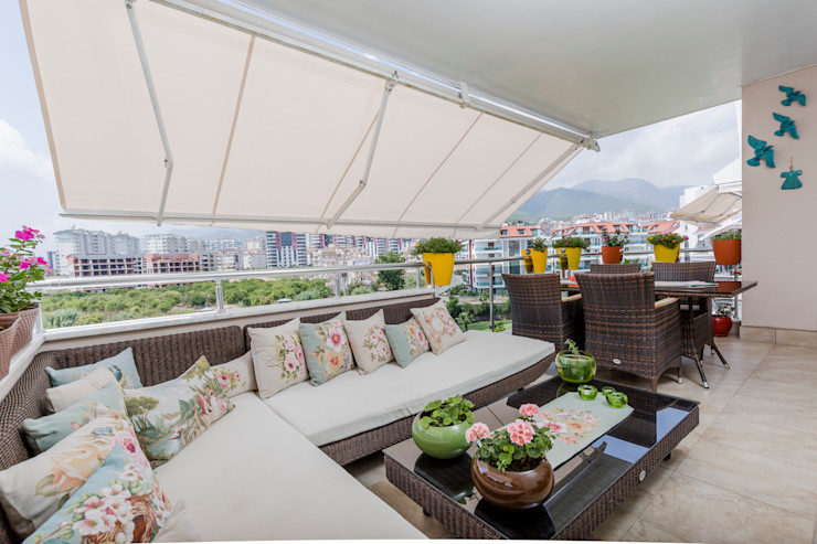 BILGE & AHMET SEZER EVI Mimoza Mimarlık Klasik Balkon, Veranda & Teras