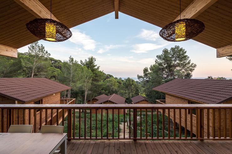 Bungalows | DOS arquitectes Simon Garcia | arqfoto Varandas, alpendres e terraços modernos