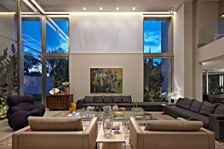 Casa no Clube dos Caçadores -BH Lanza Arquitetos Salas de estar modernas