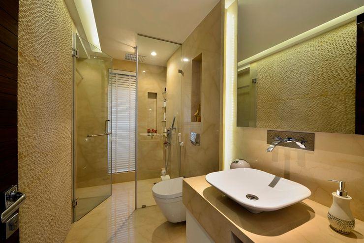 homify Minimalist bathroom Marble Beige