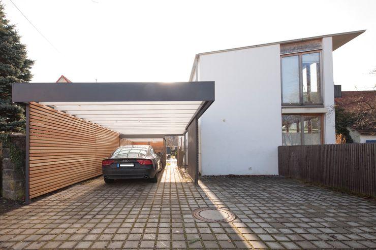 Architekt Armin Hägele Modern Garage and Shed