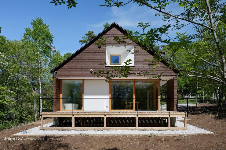 外観 atelier137 ARCHITECTURAL DESIGN OFFICE 北欧風 家 木 木目調