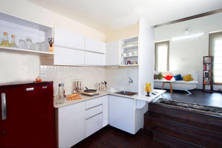 Urban Shaastra ミニマルデザインの キッチン