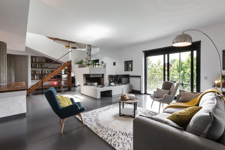 Casa MC - Relooking Architrek Soggiorno moderno