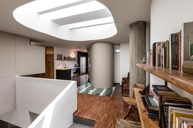 Casa MC - Relooking Architrek Ingresso, Corridoio & Scale in stile moderno
