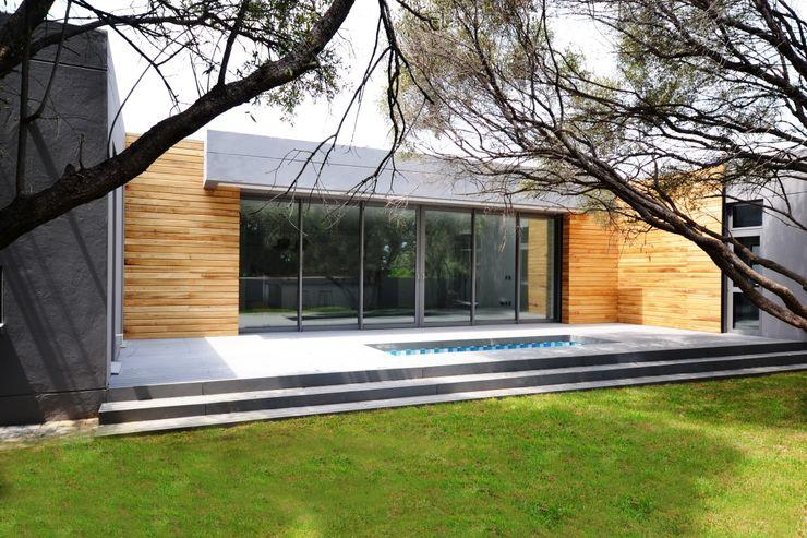 New residence Nieuwoudt Architects Casas de estilo escandinavo Ladrillos Acabado en madera