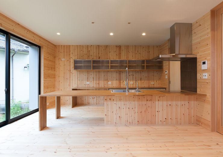 キッチンカウンター 中村建築研究室 エヌラボ(n-lab) カントリーデザインの キッチン 木 木目調