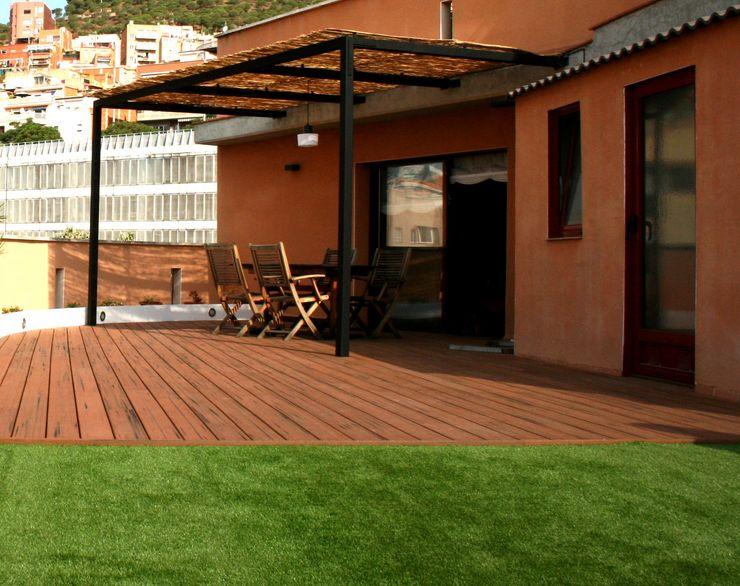 ecojardí Classic style balcony, veranda & terrace