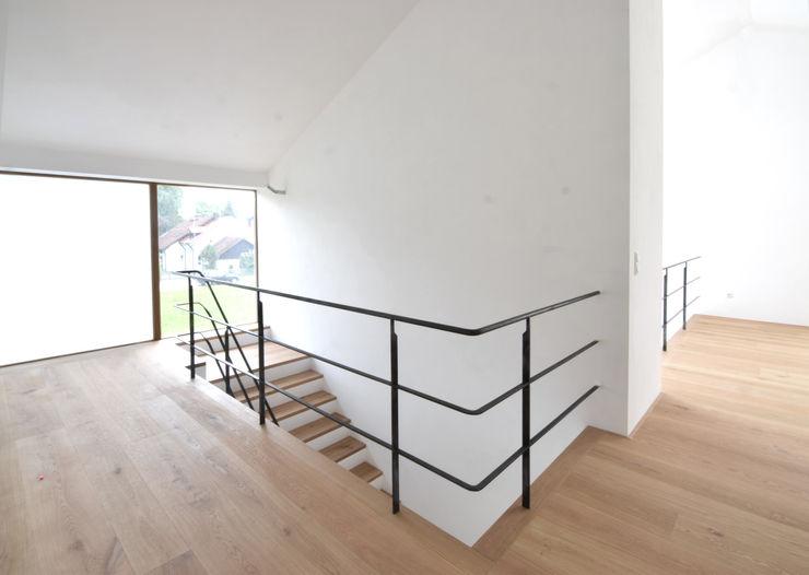 HOE - Flur/Treppenhaus Spandri Wiedemann Architekten Moderner Flur, Diele & Treppenhaus Eisen/Stahl Schwarz
