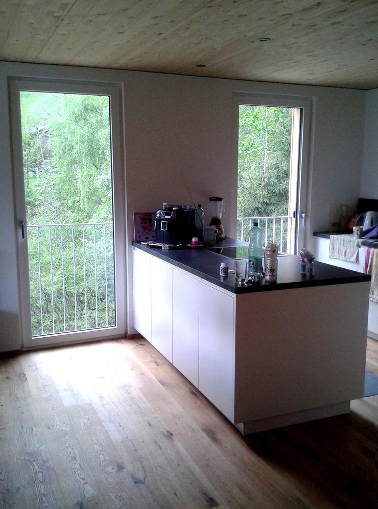 EXIT architects Modern kitchen