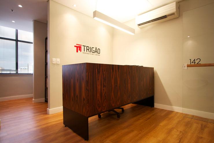 Coletivo de Arquitetos Minimalst style study/office