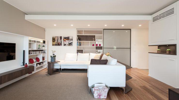 CASA L+L Studio Associato Casiraghi Soggiorno minimalista Bianco