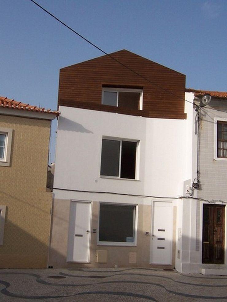 Arquitecto Aguiar Mediterranean style houses Wood White