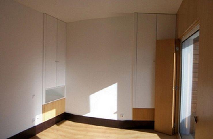 Arquitecto Aguiar Mediterranean style bedroom Wood White