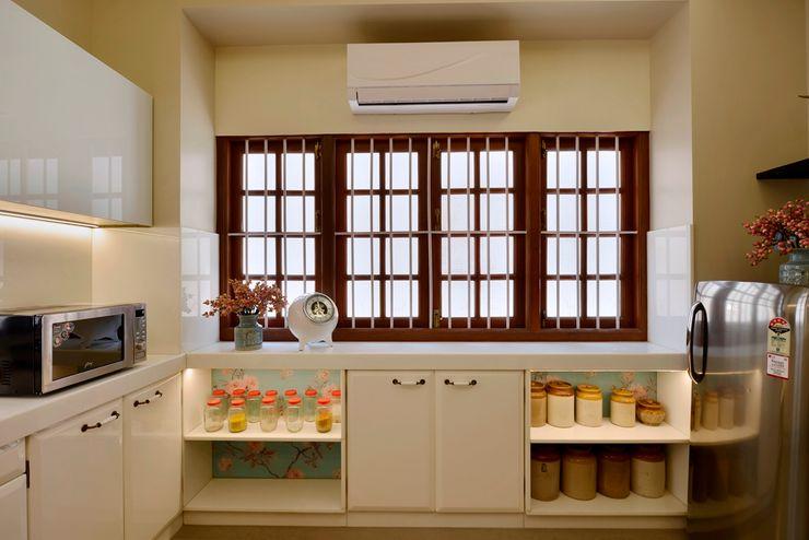 homify Modern kitchen Marble White