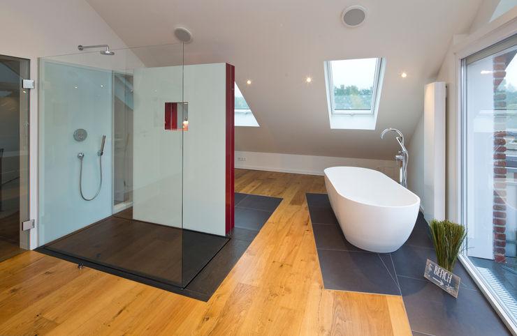 natursteinwolf GmbH & Co. KG - die natursteinmanufaktur Salle de bain moderne Verre