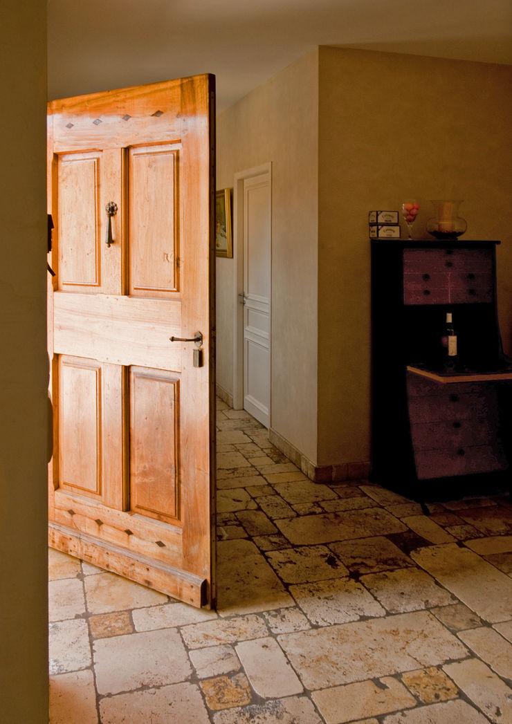 Entrée Pierre Bernard Création Couloir, entrée, escaliers rustiques