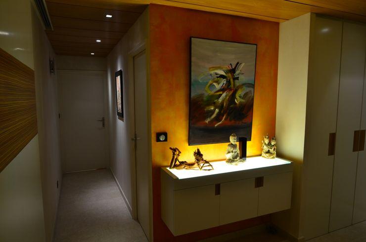 Angle de couloir décoré Pierre Bernard Création Couloir, entrée, escaliers originaux