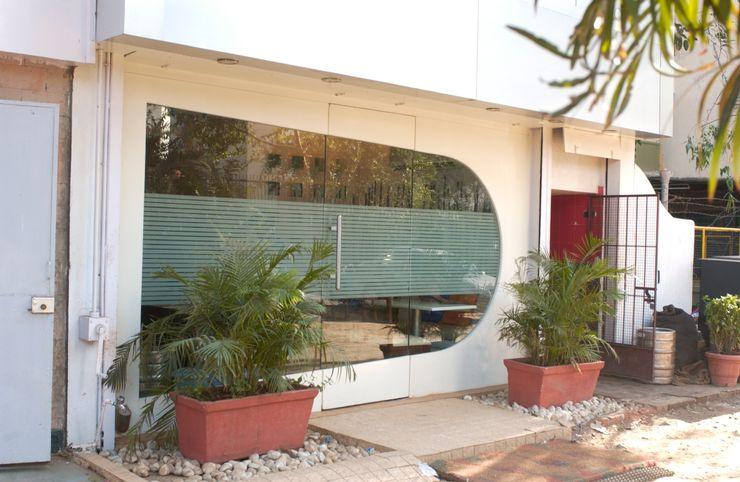homify Modern windows & doors Glass White