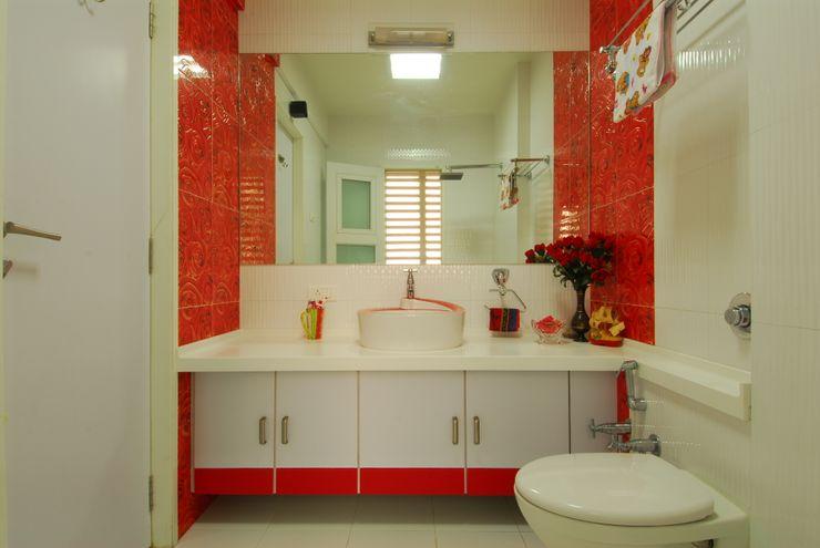 homify Modern Bathroom Tiles Red