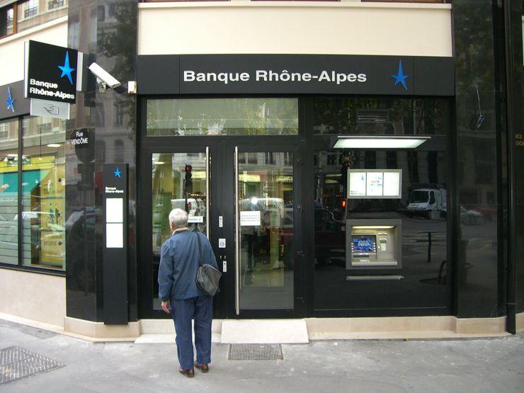 Entrée de la banque Pierre Bernard Création Espaces commerciaux modernes