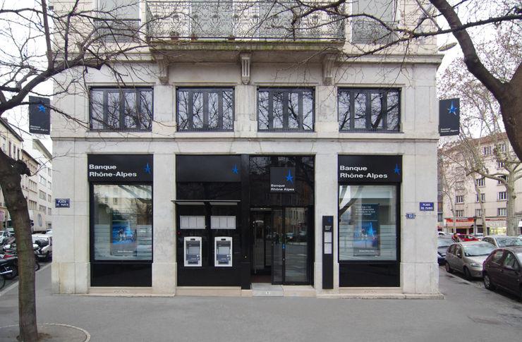 Façade de la banque Pierre Bernard Création Locaux commerciaux & Magasin modernes