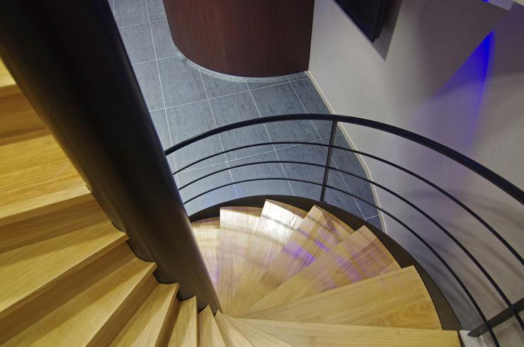 Escaliers en colimaçon bois Pierre Bernard Création Couloir, entrée, escaliersEscaliers Bois