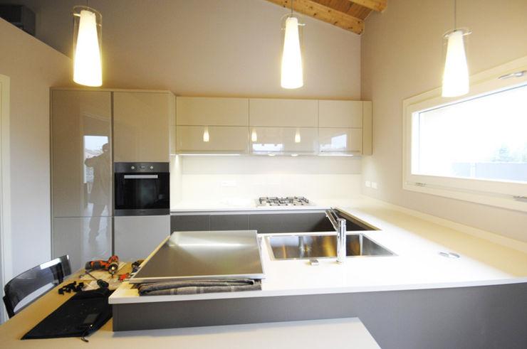 MCArc Nuova costruzione Villa BZ Interior Design MCArc Laboratorio di architettura sostenibile Cucina moderna
