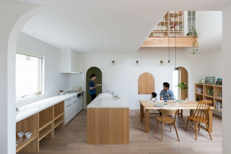 Otsu House ALTS DESIGN OFFICE 北欧デザインの キッチン 木 ベージュ