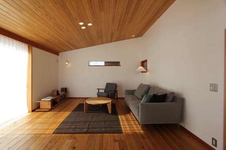 藤松建築設計室 Living roomSofas & armchairs