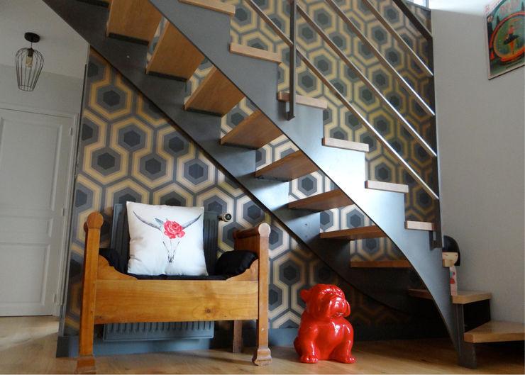 UNE DÉCO FUN ET COLORÉE ! UN AMOUR DE MAISON Couloir, entrée, escaliers modernes